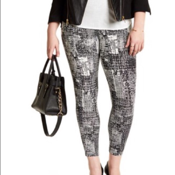 28bcf0104c9 Lysse Abstract Print Mindy Zip Crop Leggings